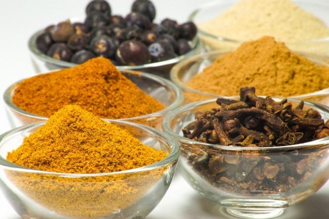 © pixabay  Специи, такие как черный перец, горчица, чеснок иимбирь, поддерживают метаболизм н