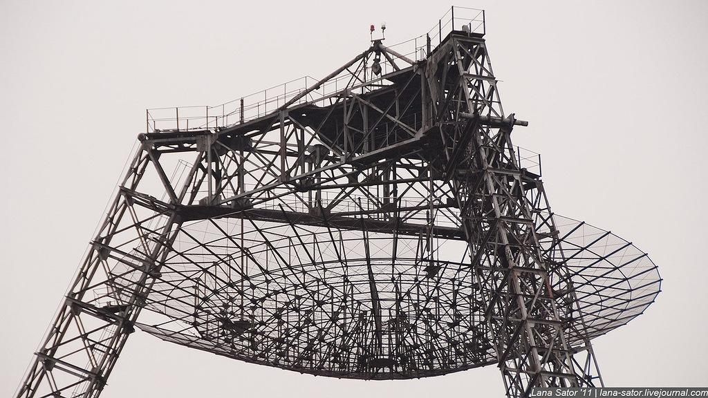 Помимо большой антенны, задумали посетить небольшой радиотелескоп, расположившийся там же