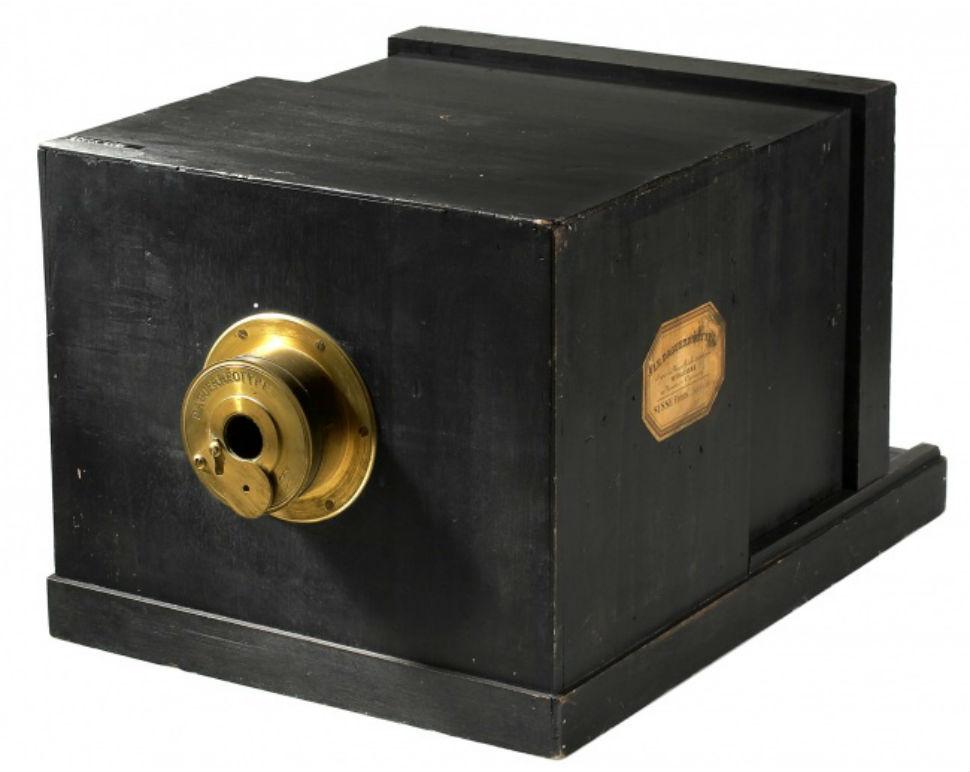 Дагеротипный фотоаппарат 1840-х годов.