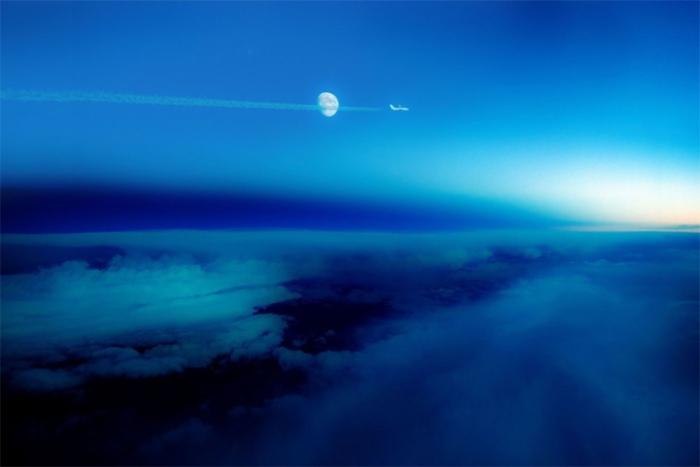 «Линия день-ночь», где более яркое пространство с правой стороны является уходящим днем, а темная ст