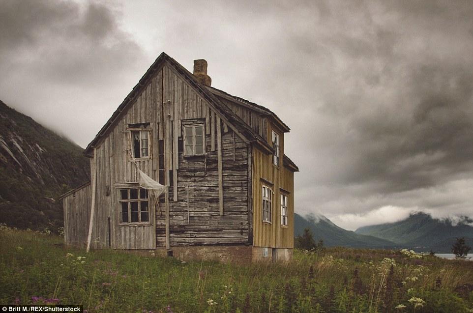 Захватывающие дух норвежские пейзажи и гигантские фьорды насчитывают тысячи лет. Дома в округе Тромс