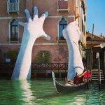 hands-sculpture-support-lorenzo-quinn-venice-10-59186fcf0d798__880.jpg