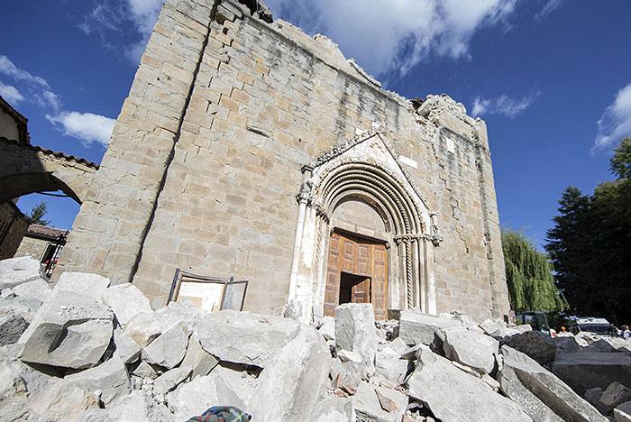Около 5,5 тыс. человек ликвидируют последствия землетрясения вИталии