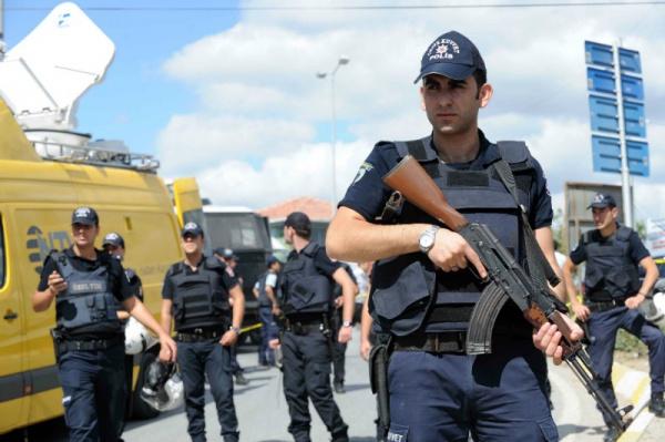 Отстранение 28 мэров спровоцировало массовые столкновения вТурции
