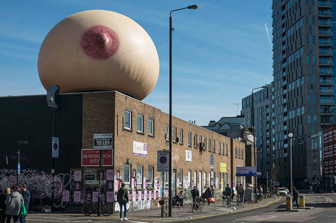 A giant breast in London to support breastfeeding in public