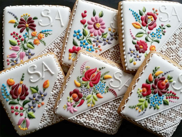 The beautiful and delicate embroidered cookies by Mezesmanna