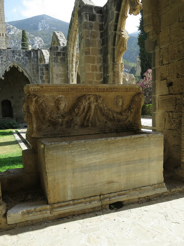 Беллапаис. Римский саркофаг