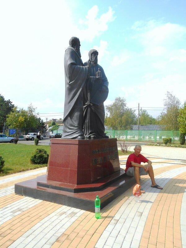 Памятник у храма в Каневской ... DSCN8941.JPG