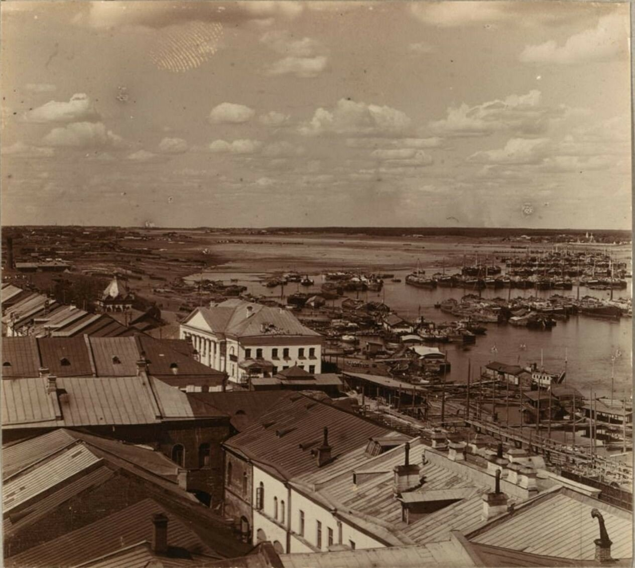 Рейд в Рыбинске. Снято с колокольни собора