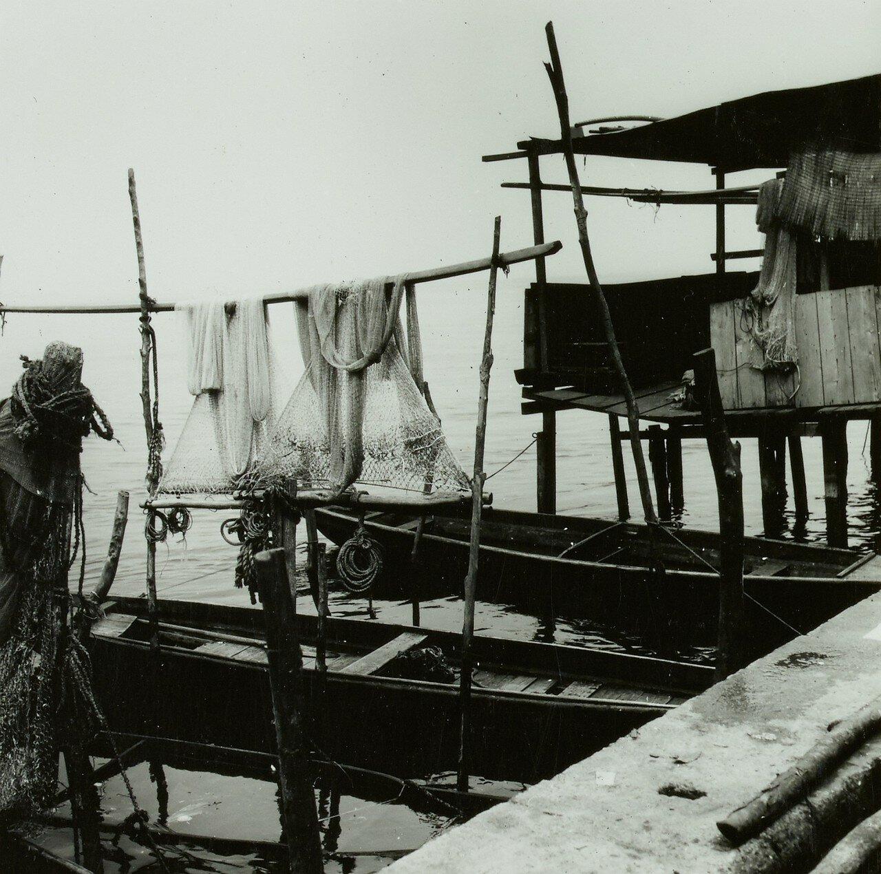 Лагуна Лагос. Сарай для лодок  и рыболовные сети