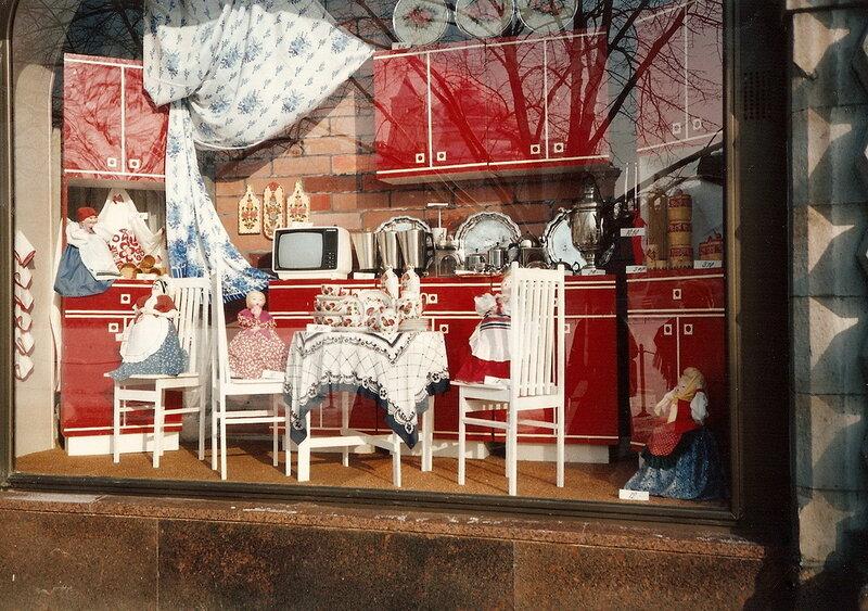 1985 ГУМ. Витрина.jpg