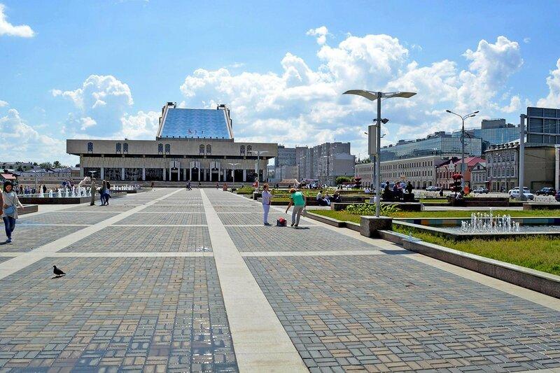 Площадь у театра им. Г. Камала