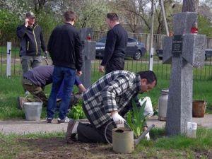 Жители Боярки с участием ПС навели порядок на Мемориале воинам УНР