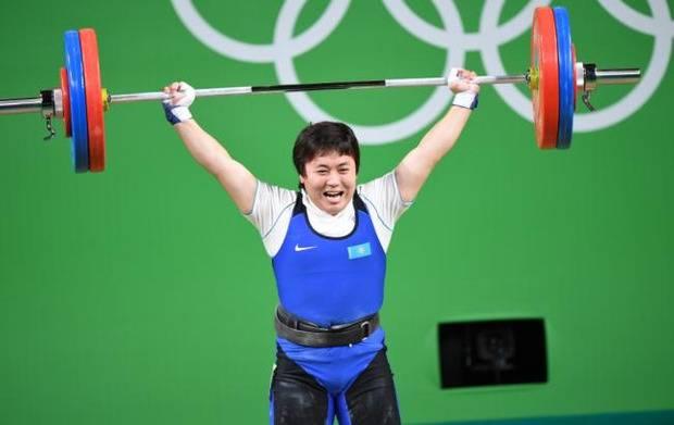 Когда спортсмен имеет гордость: Казахская тяжелоатлетка отказалась давать интервью на русском языке (видео)