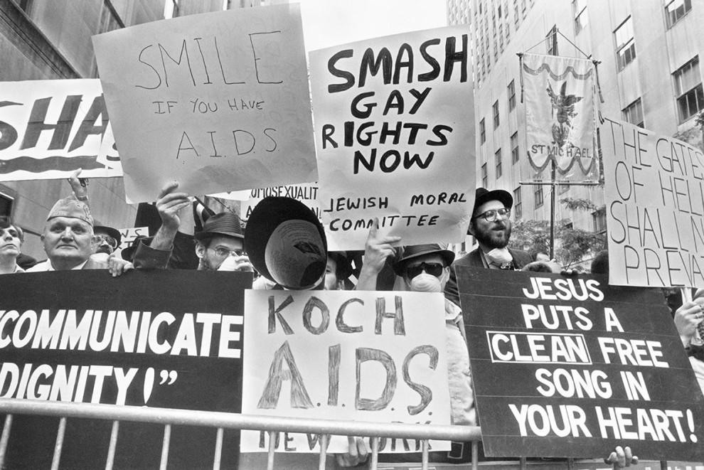Иудейские и христианские религиозные протестанты во время гей-парада в Нью-Йорке, 1985 год.