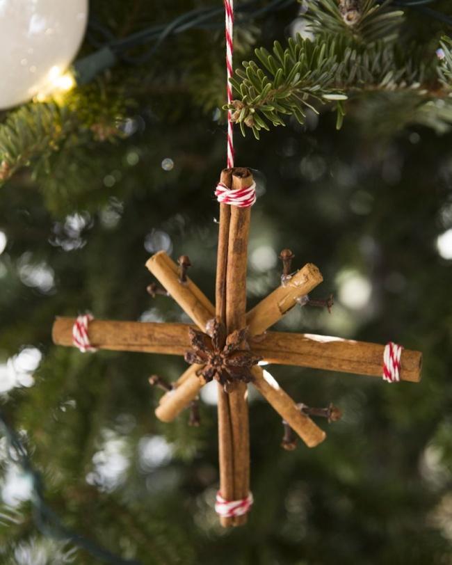 © glassgraden  Еще одно ароматное новогоднее украшение— игрушки наелку, сделанные изпалочек