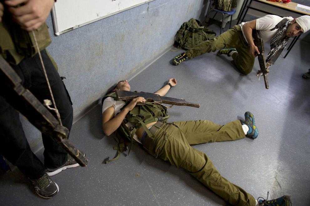 7. Тренировка в окопах. Израиль, 5 марта 2015. (Фото Oded Balilty):
