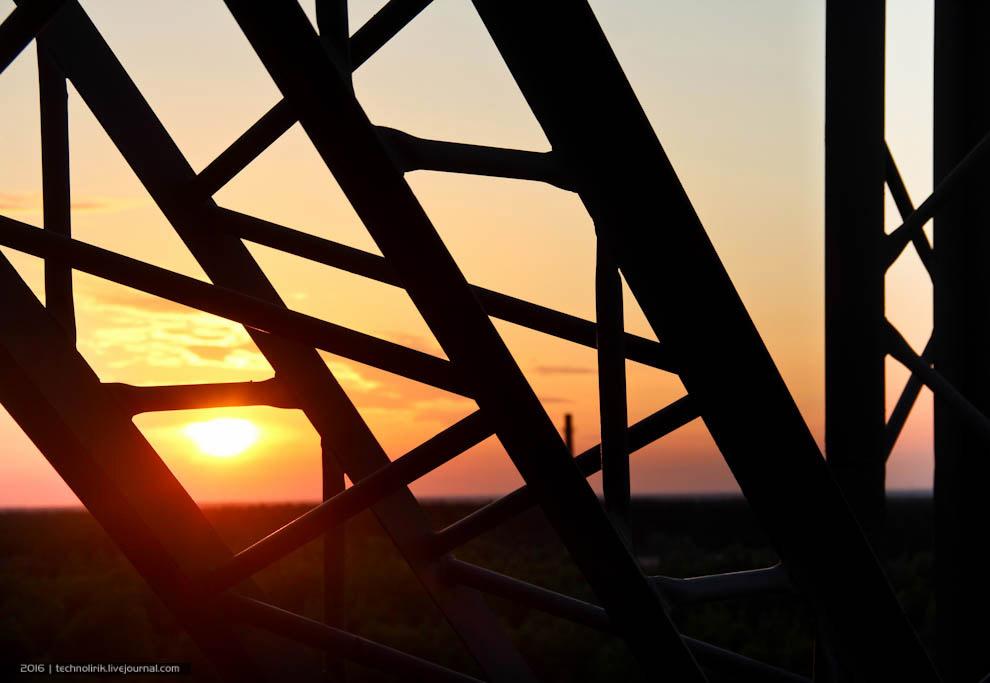 20. Солнце, тем временем, клонится все ближе и ближе к линии горизонта, и его свет становится в