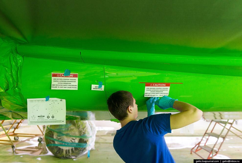 19. Завершающий этап — покрытие самолёта синтетической эмалью фирмы PPG воздушной сушки. Она ис