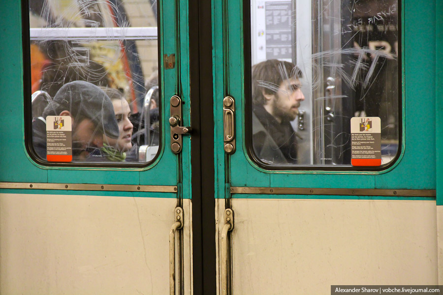 В общем, метро Парижа мне показалось унылым и скучным...