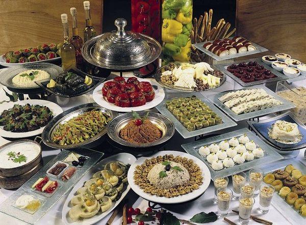45. В Турции очень вкусная и разнообразная кухня. 46. Турки нечасто отмечают день рождения. Также не