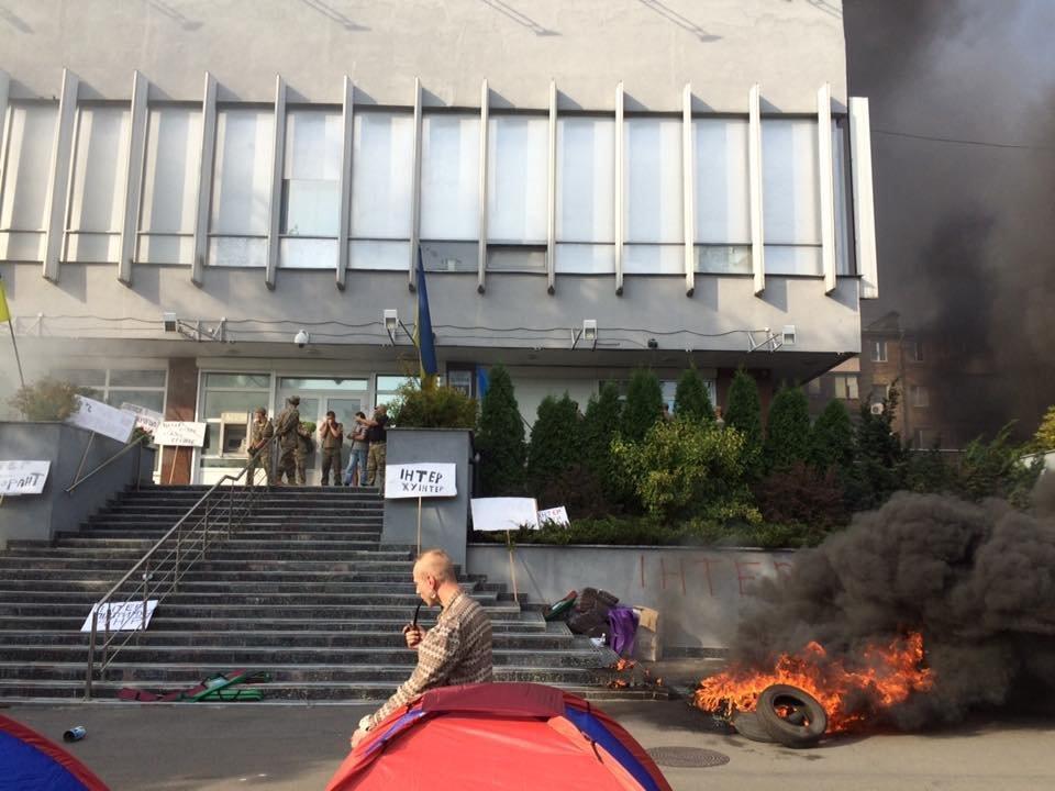 Сотрудница украинского канала «Интер» угодила в поликлинику после поджога редакции