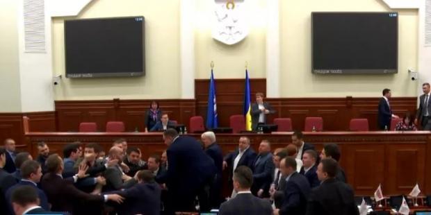 ВКиевсовете народные избранники подрались из-за Кличко