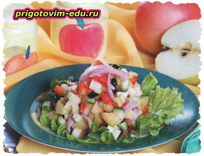 Салат с картофелем, грушами и ветчиной