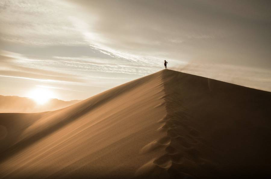 Breathtaking Photographs of Dunes in the Middle of the Death Valley