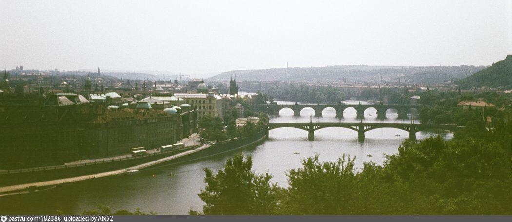 Прага, мосты над Влтавой. 1982.jpg