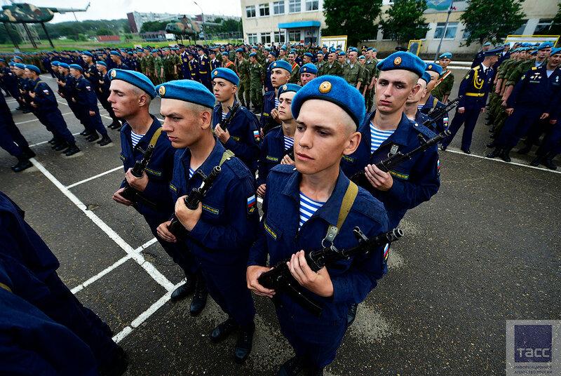 Присяга новобранцев 83-й отдельной гвардейской десантно-штурмовой бригады ВДВ в Уссурийске
