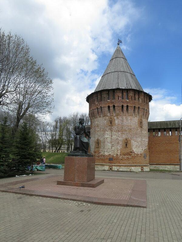 Громовая башня (24) и памятник Федору Коню