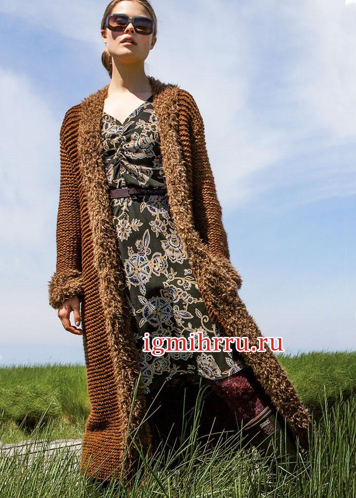 Длинное пальто с пушистыми планками. Вязание спицами