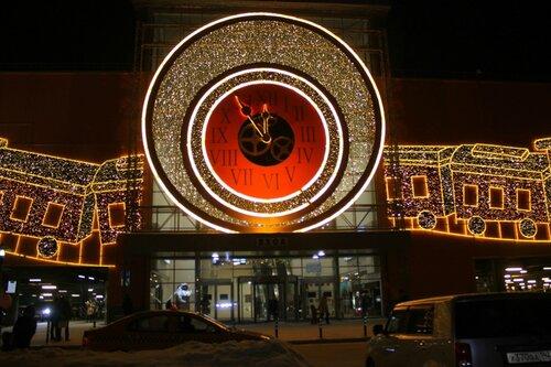 Праздничные огни торгового центра.