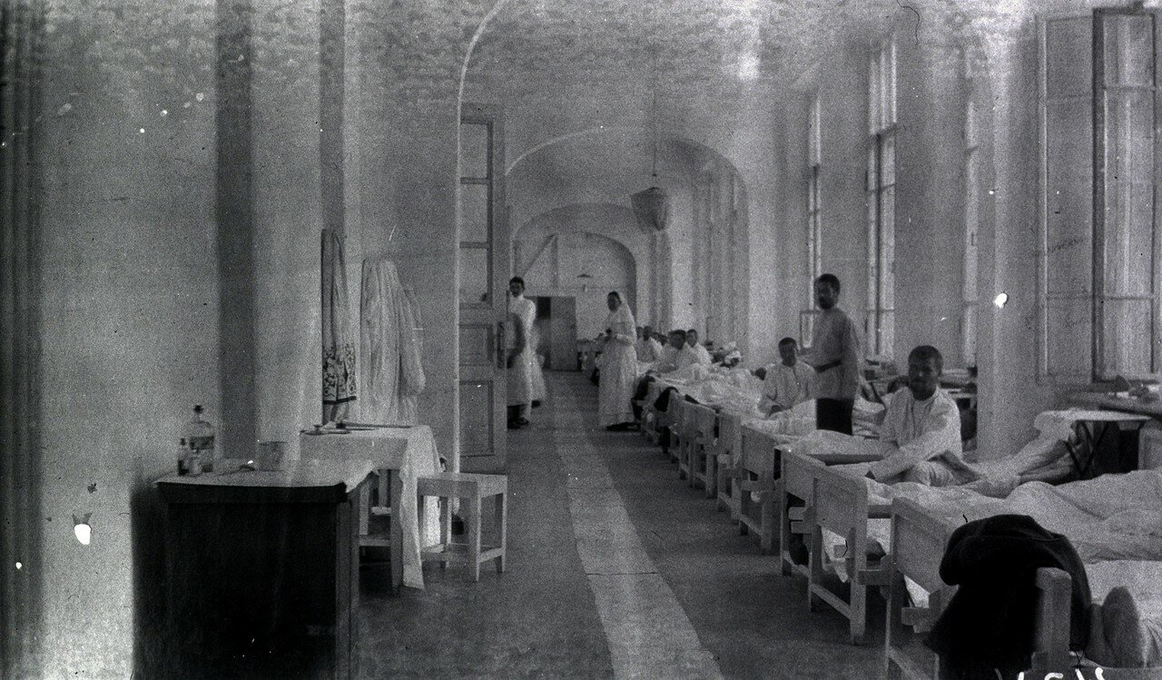 Лазарет Кинешемско-вичугского отряда в Харбине. Палата