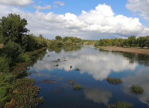 Плывет небесная река