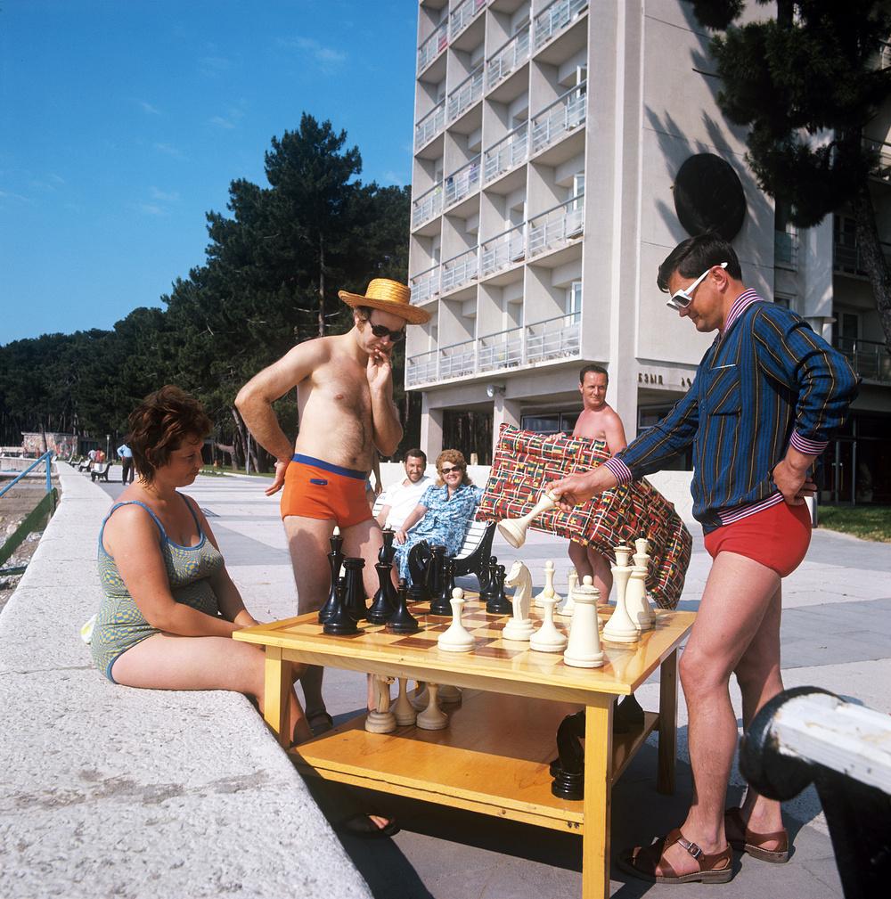 1973 Пицунда. Шахматы. Гиви Киквадзе и Ираклий Чохонелидзе. Фотохроника ТАСС.jpg