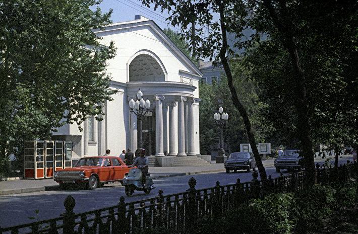 1975 Москва, театр Современник. Юрий Абрамочкин.jpg