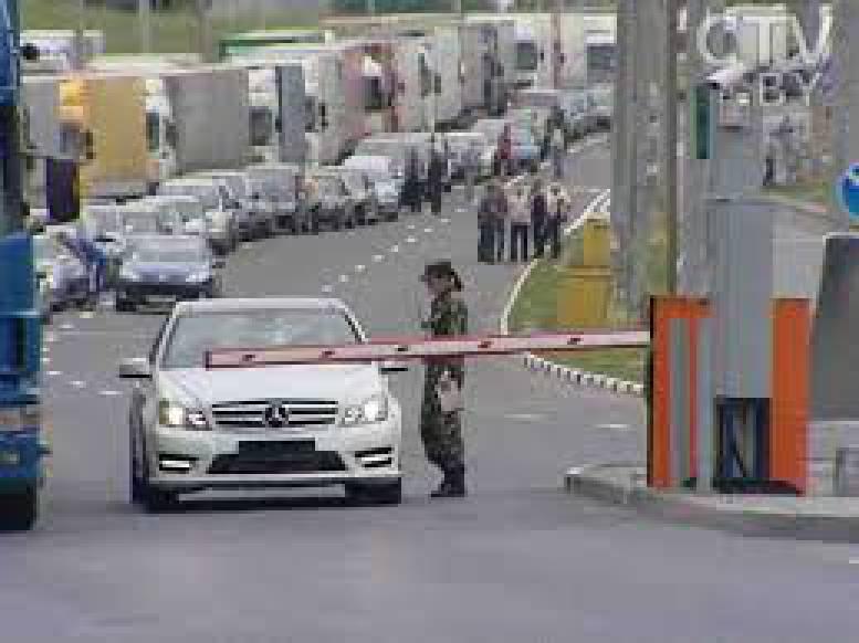 В очередях на границе с Польшей скопилось 1760 автомобилей, - Госпогранслужба
