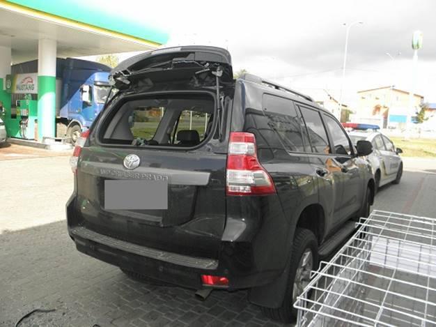 На заправке в Киеве из автомобиля украли миллион. ФОТО