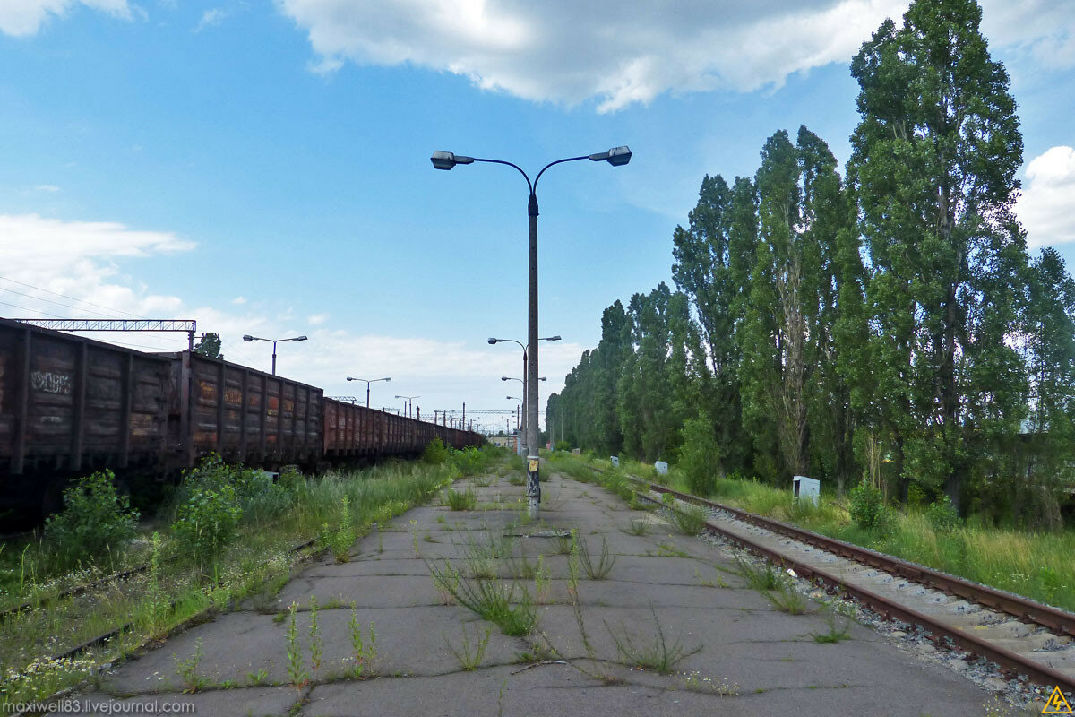 Закинута стоянка туристичних поїздів