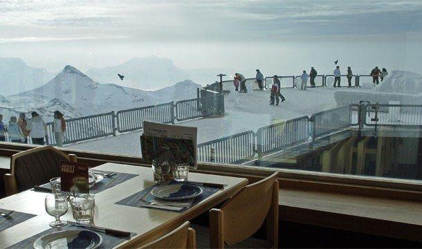 11. Piz Gloria (Мюррене, Швейцария) В Швейцарии у вас появится отличная возможность пообедать на вер