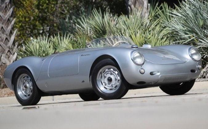В 2016 на аукцион попал еще один отреставрированный автомобиль, который уже ушел за 5,3 миллиона дол