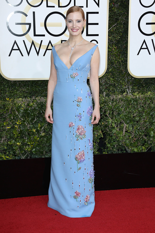 Джессика Честейн, похоже, промахнулась не столько с декольте, сколько с цветом и декором платья.