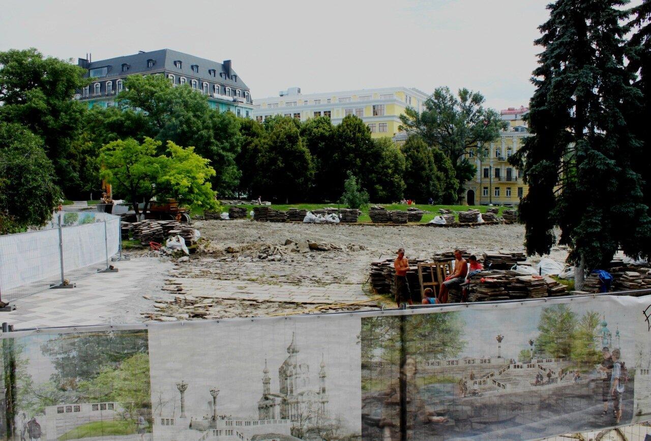 Реконструкция пешеходной зоны перед Музеем истории