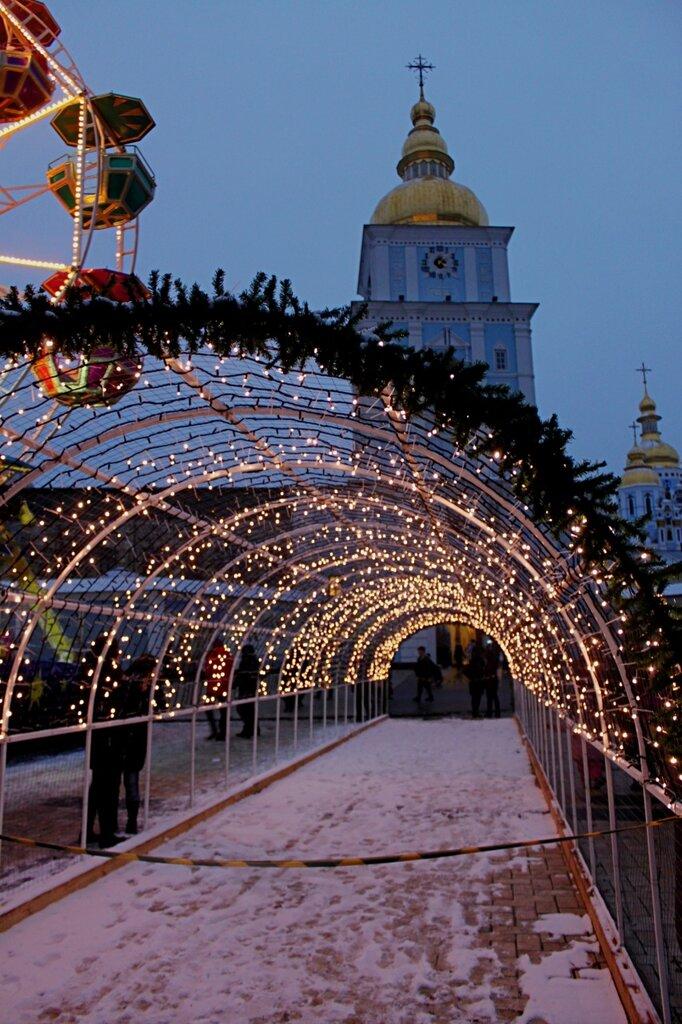 Световой тоннель под Михайловской колокольней