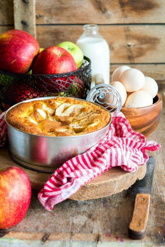 Apple_cake_in_a_baking_tin.jpg