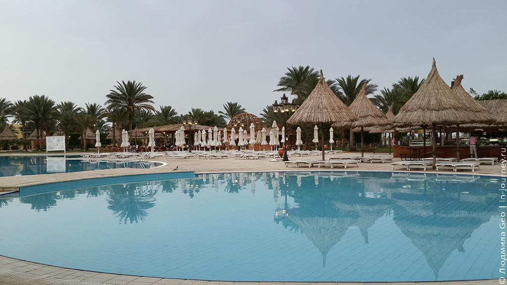 отель Сива Гранд бассейн