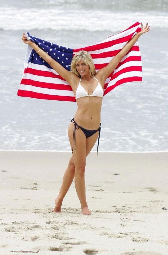 Знаменитые девушки в американском флаге - Marla Maples