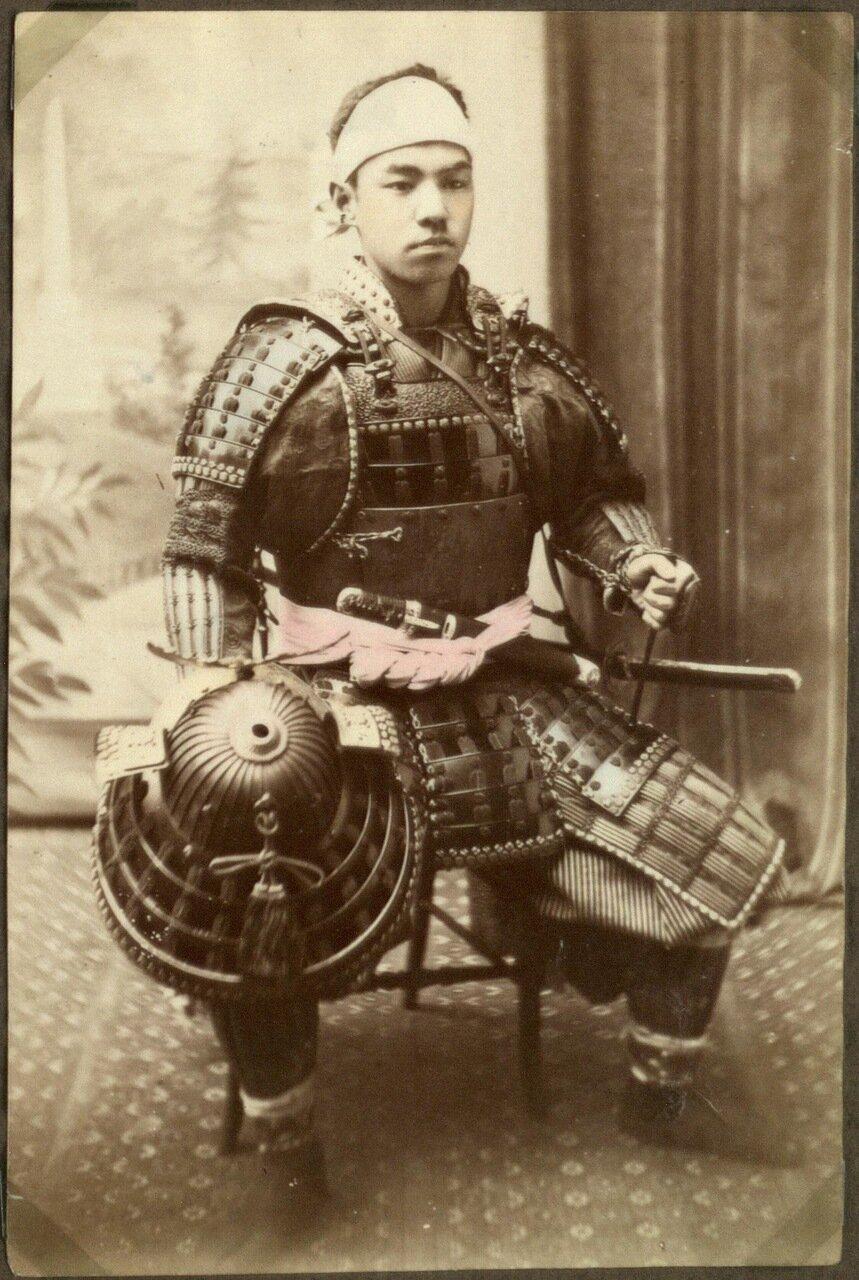 Японский воин в доспехах